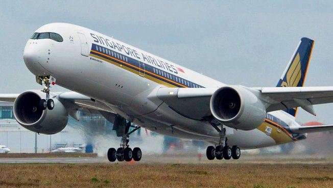 Airbus_A350_XWB_Singapore_Airlines_first_flight